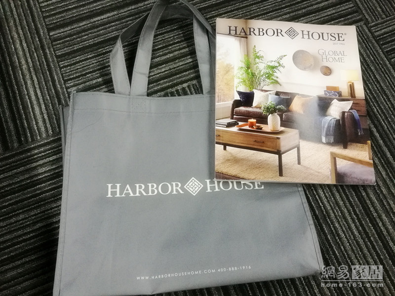 Harborhouse销售人员赠送画册