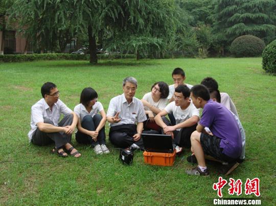 何继善给中南大学学子讲课。 受访者供图