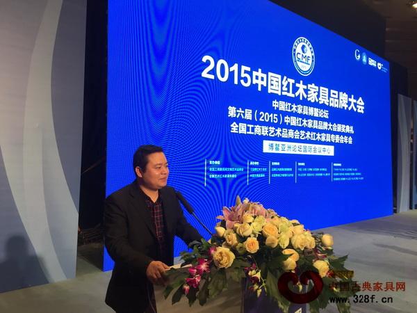 名扬红木董事长杨威在海南博鳌亚洲论坛国际会议中心会场留念