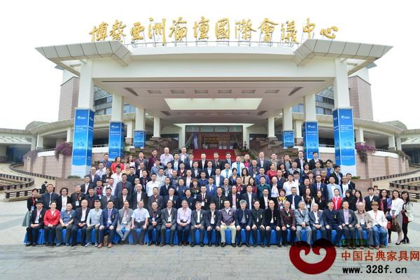 2015中国红木家具品牌大会在海南博鳌亚洲论坛国际会议中心隆重举行,与会嘉宾合影留念
